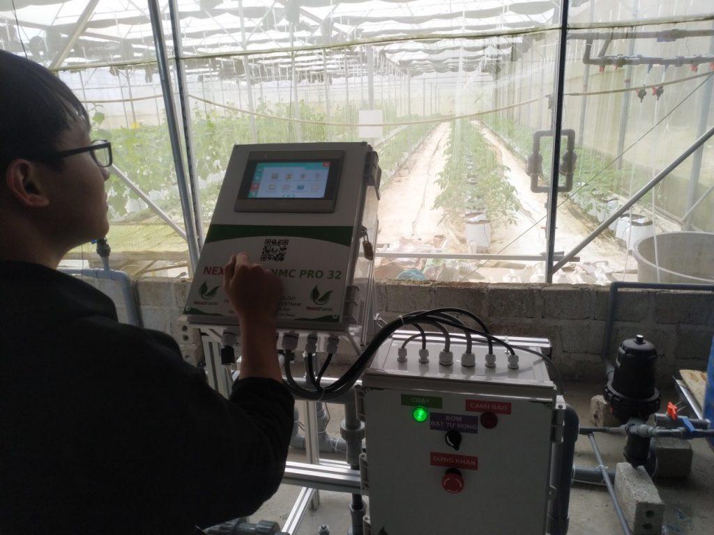 CEO 8x vượt khó làm nông nghiệp thông minh (VnEpress)