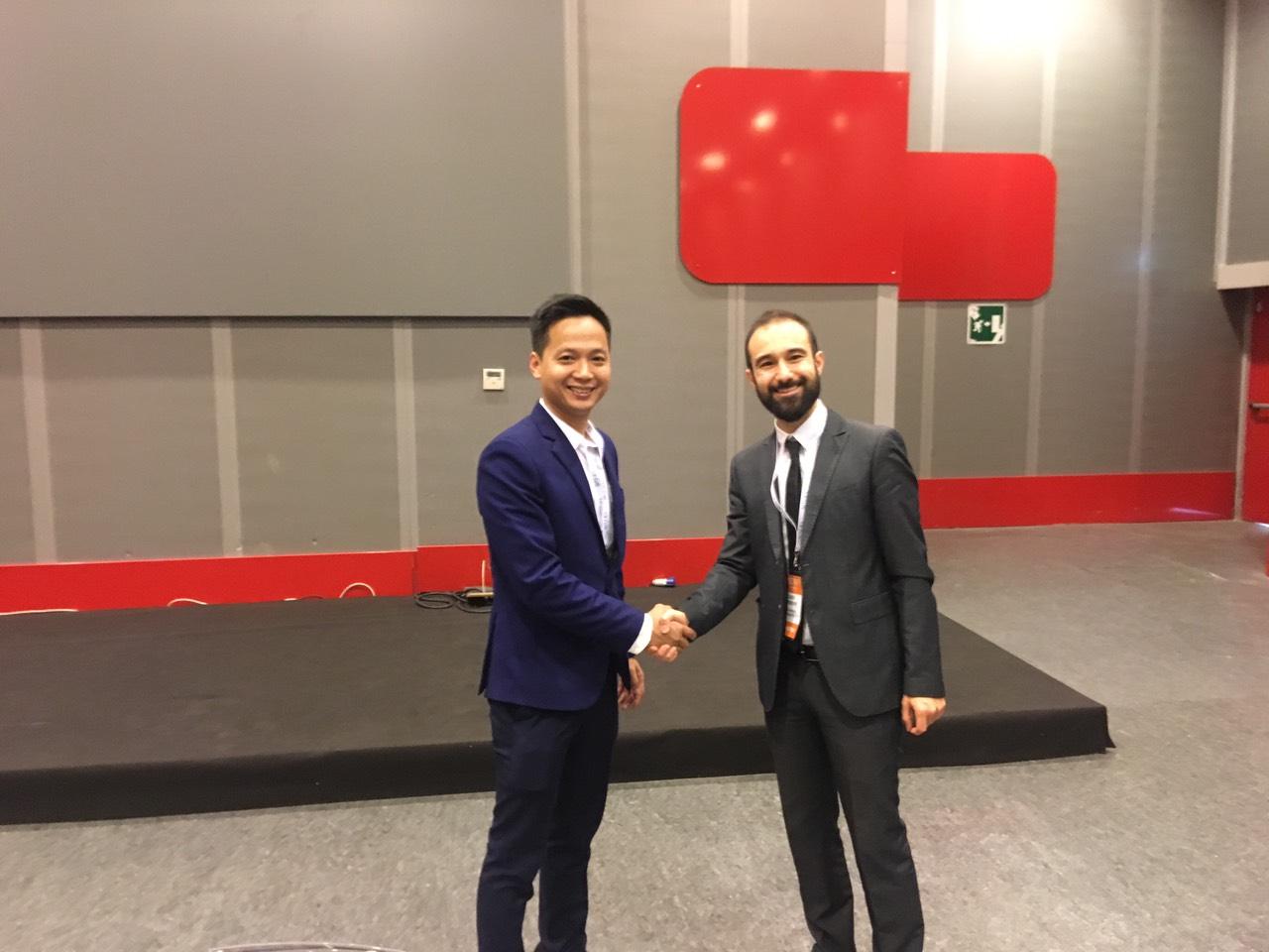 CEO Nextfarm ông Trần Quang Cường và CEO GP Advanced Project ông Guido Parissenti