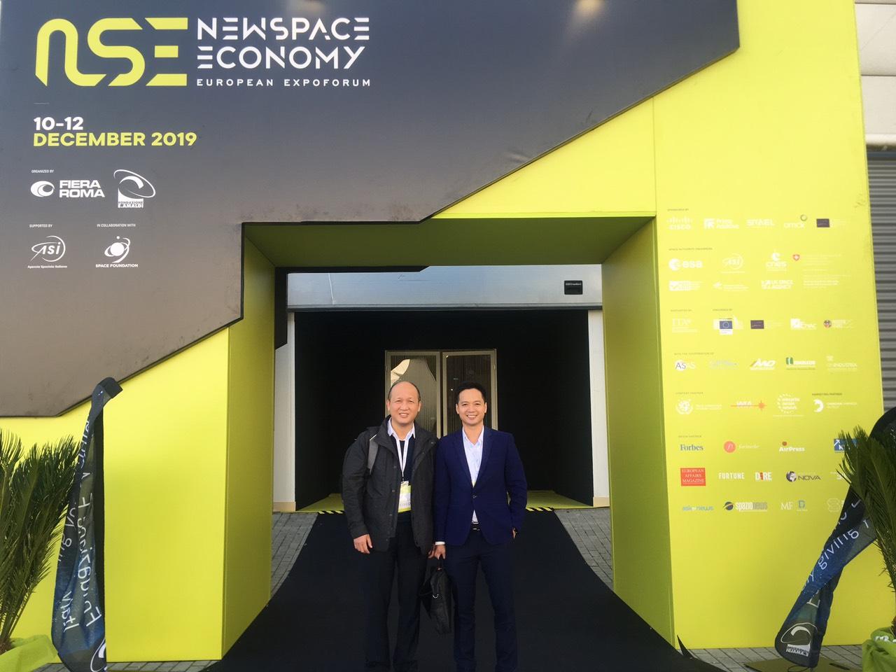 CEO Nextfarm ông Trần Quang Cường và Viện phó Viện Hàng không Vũ trụ Việt Nam ông Vũ Viết Phương